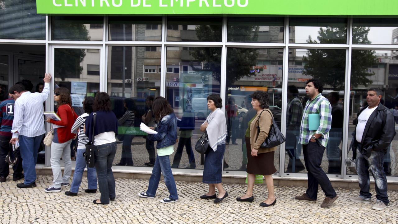 Covid-19: Mesmo com aperto de restrições, desemprego cai em Portugal