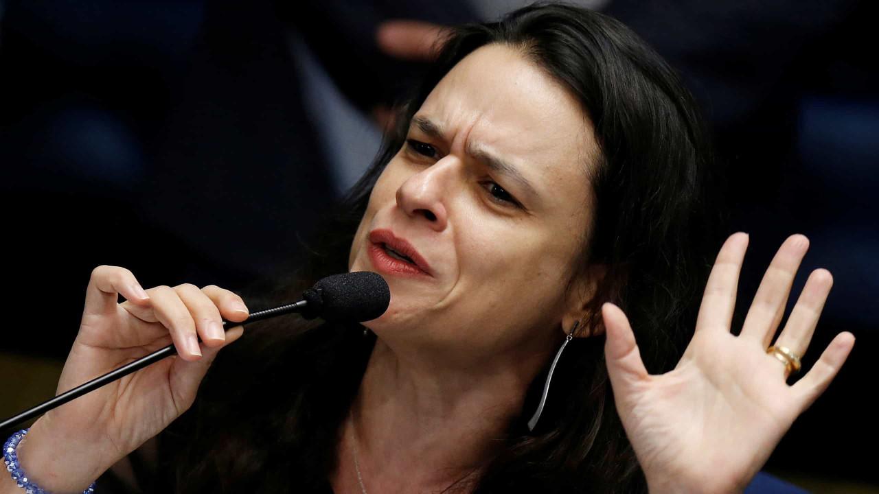 Janaina Paschoal diz a Bolsonaro que militares vão derrubá-lo