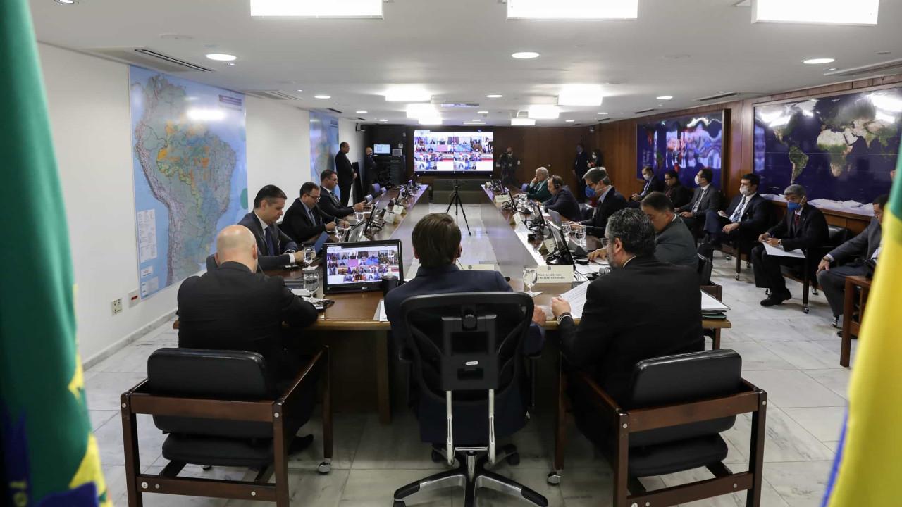 Apelo de Bolsonaro por união não ameniza crise com Congresso e estados