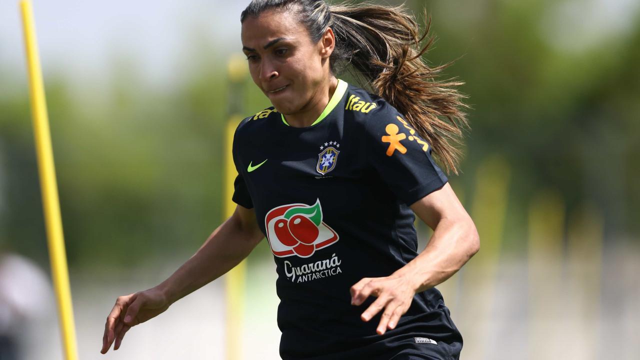 Marta tem lesão na coxa e preocupa a 15 dias da estreia no Mundial