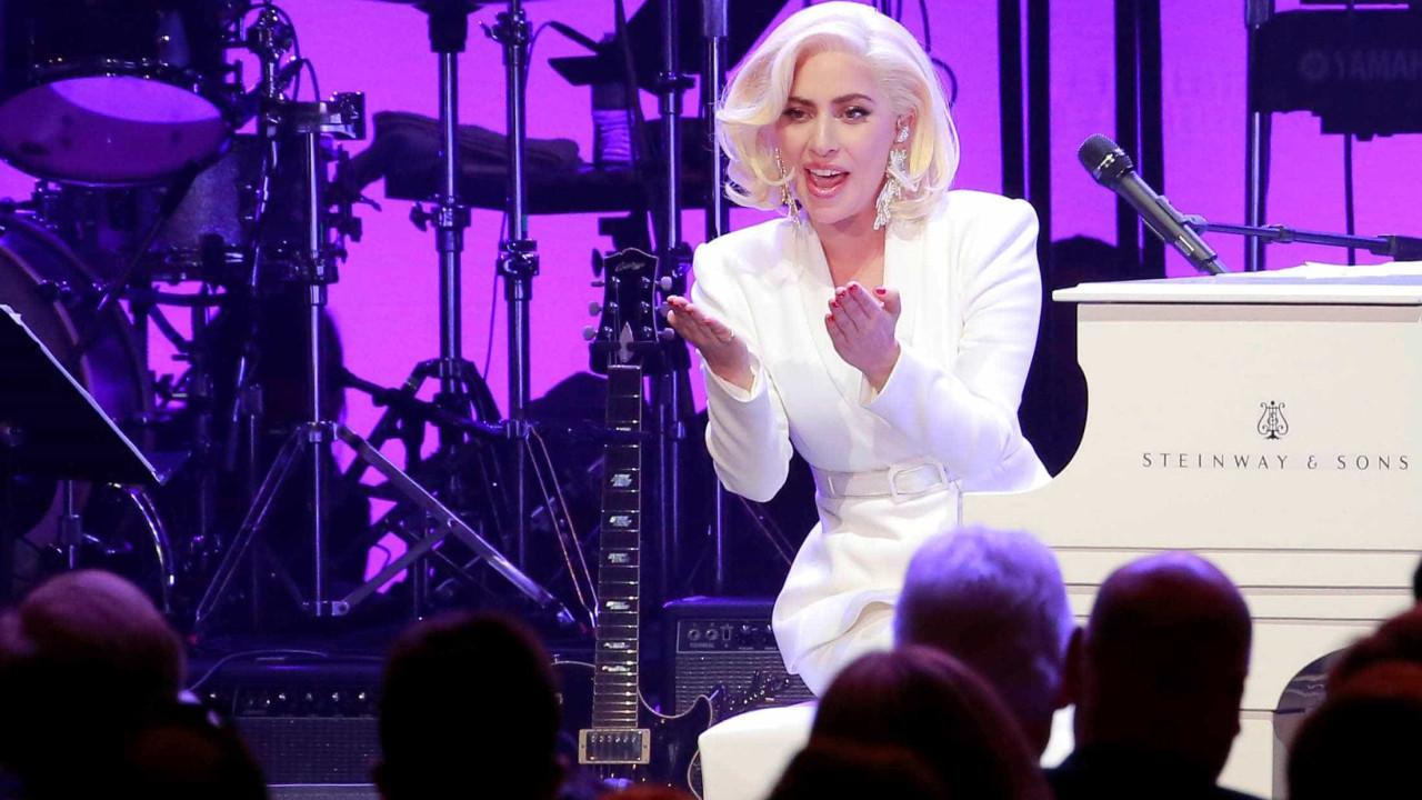 Lady Gaga lembra de tatuagem feita no Rio e diz 'estamos conectados'