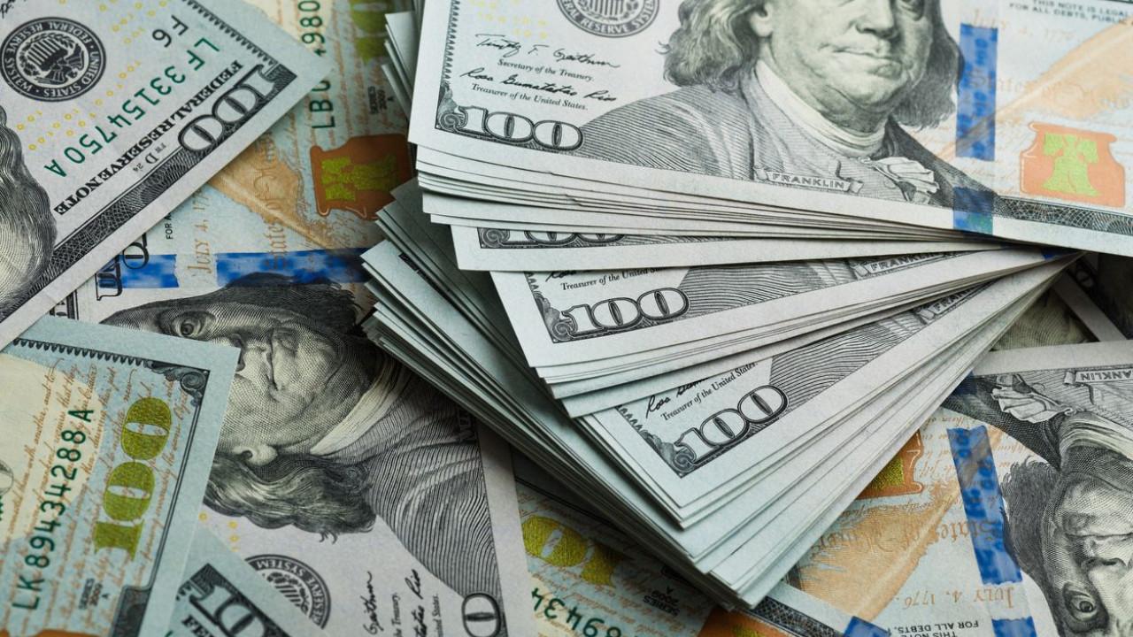 Em dia de alívio, dólar tem maior recuo diário em três semanas