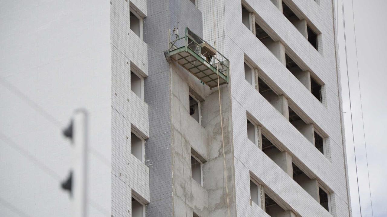 Construção lidera geração de vagas, mas tem salários piores