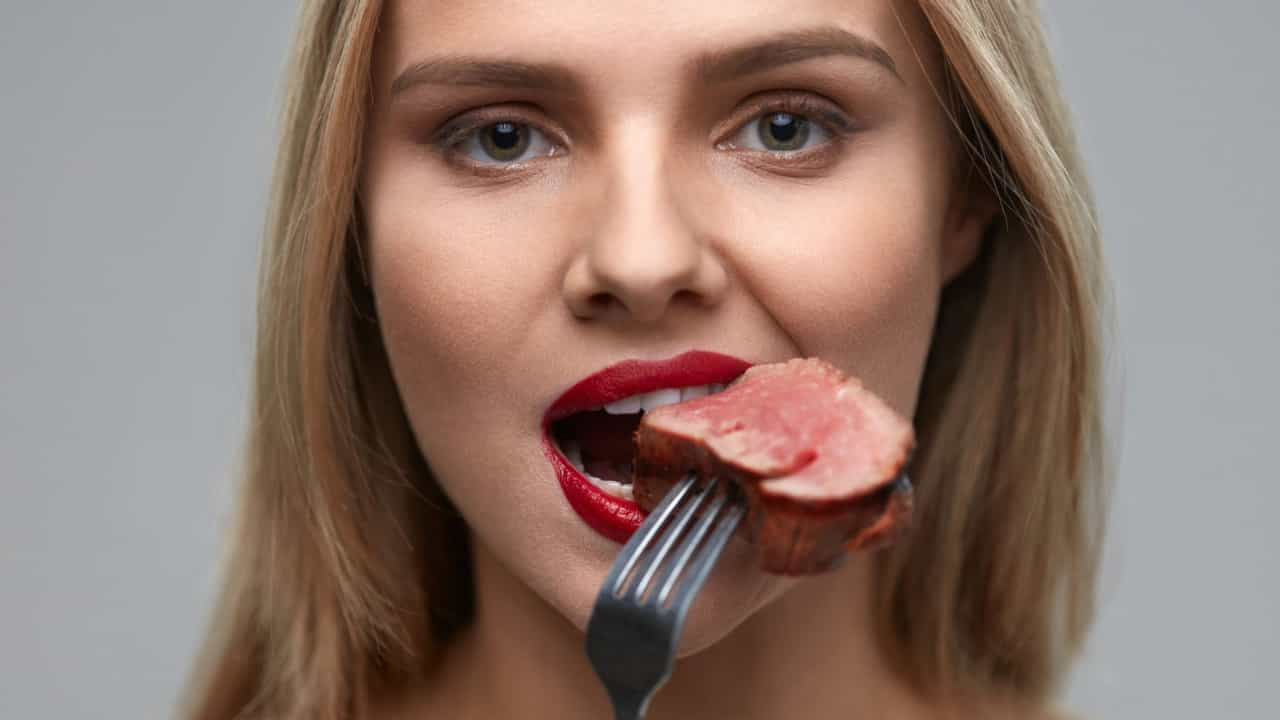 Cinco coisas que podem acontecer se deixar de comer carne vermelha