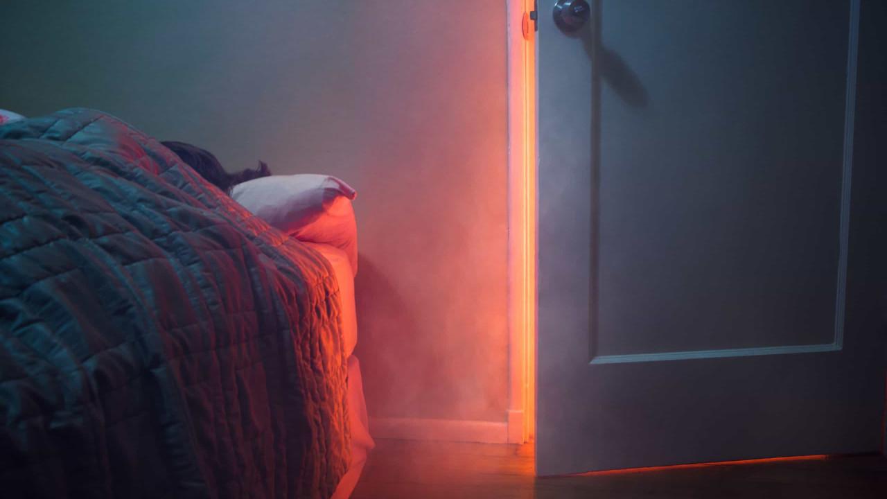 Proteja sua vida, durma sempre com a porta do quarto fechada!
