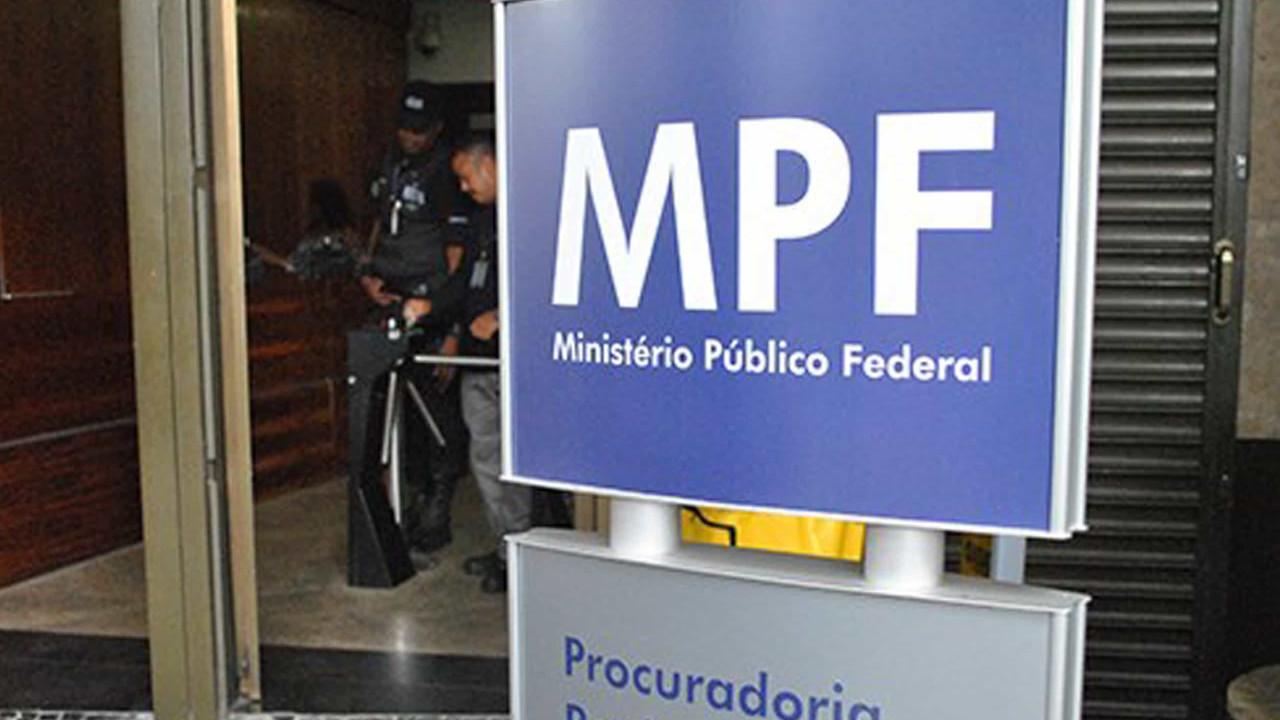 Parlamentares recorrem ao MPF contra Sérgio Camargo