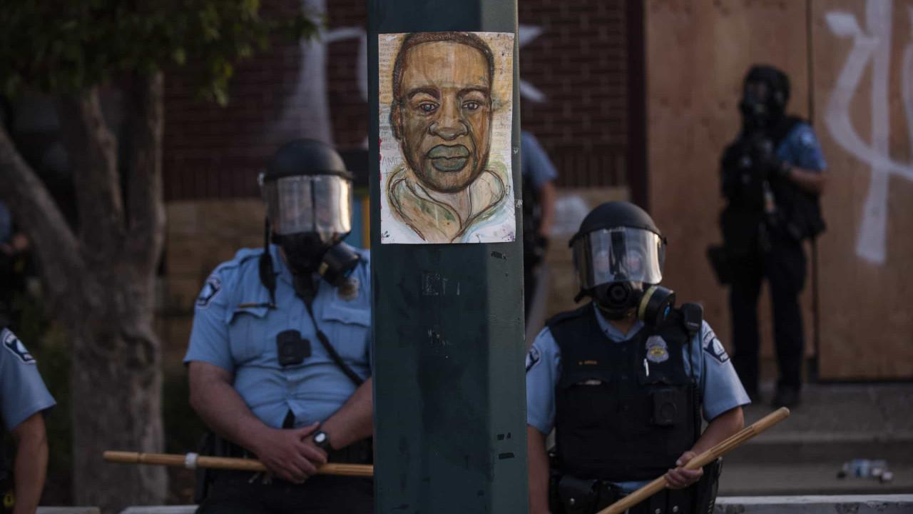 Câmara dos EUA aprova reforma policial em resposta a morte de George Floyd