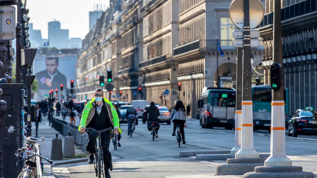 França anuncia fim do toque de recolher e da obrigatoriedade do uso de máscaras