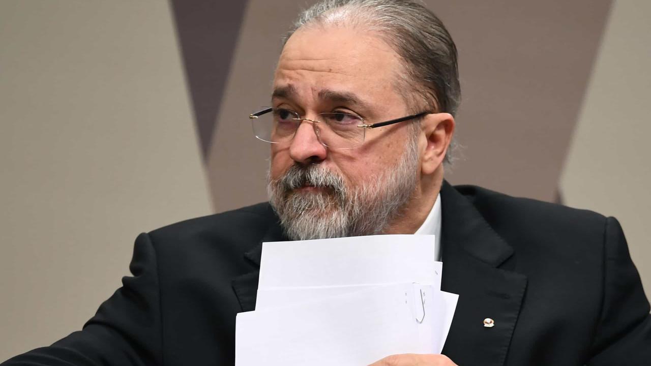 Promotores pedem a Aras investigação contra Alcolumbre por prevaricação