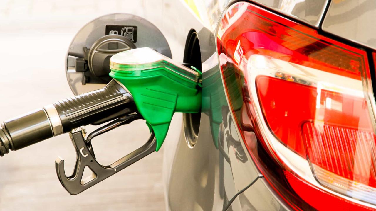 Gasolina e diesel caem para o consumidor final na semana, mas GLP sobe, diz ANP