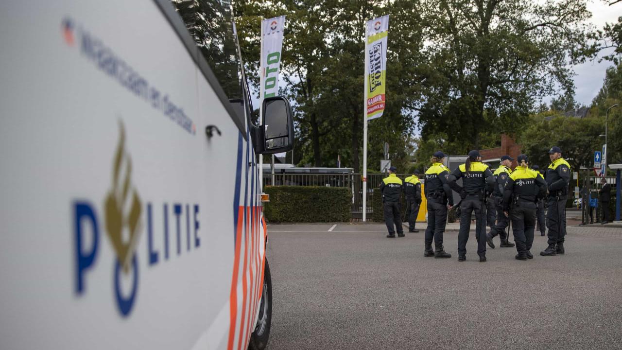 """Dois mortos nos Países Baixos após """"homem disparar arco e flecha"""""""