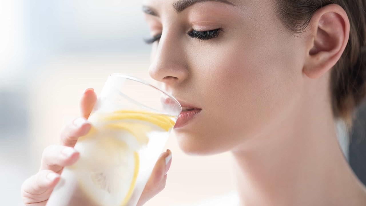 Quatro alimentos que desintoxicam o corpo e limpam o intestino