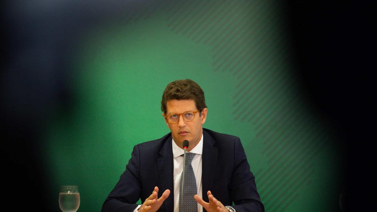 Bolsonaro faz desagravo a Salles em motociata de SP