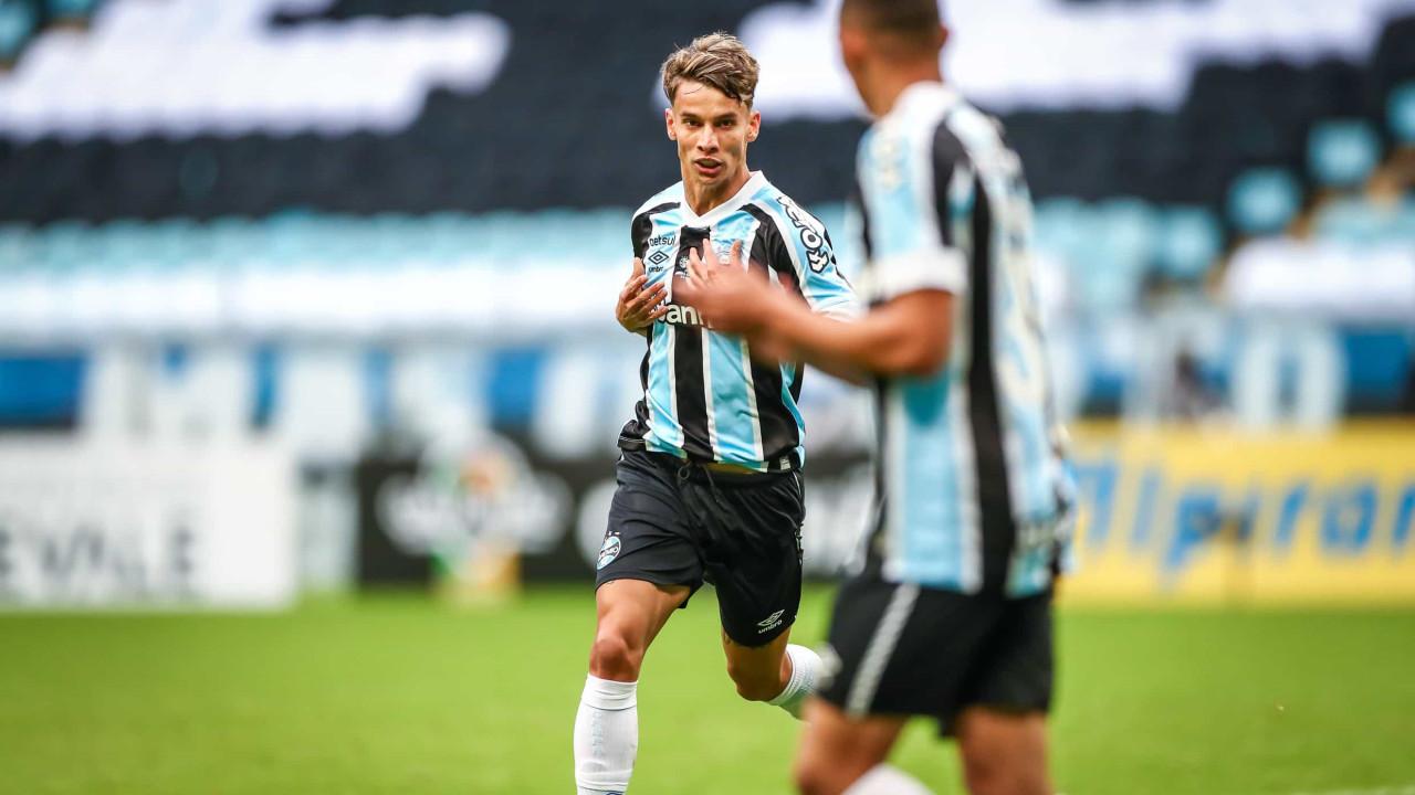 Jovens brilham, e Grêmio garante tetra gaúcho com empate no Gre-Nal