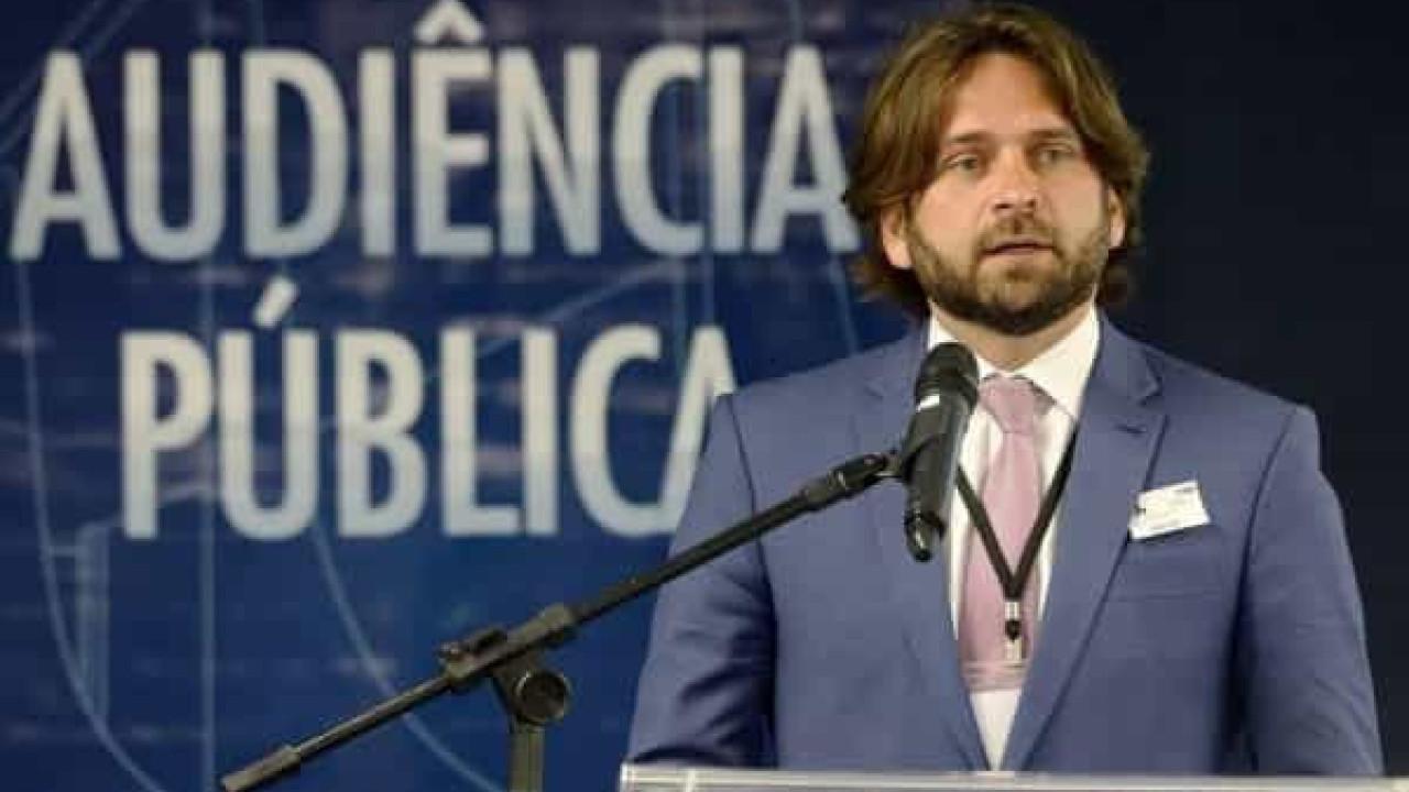 Santini, demitido por usar voo da FAB, é nomeado secretário nacional da Justiça