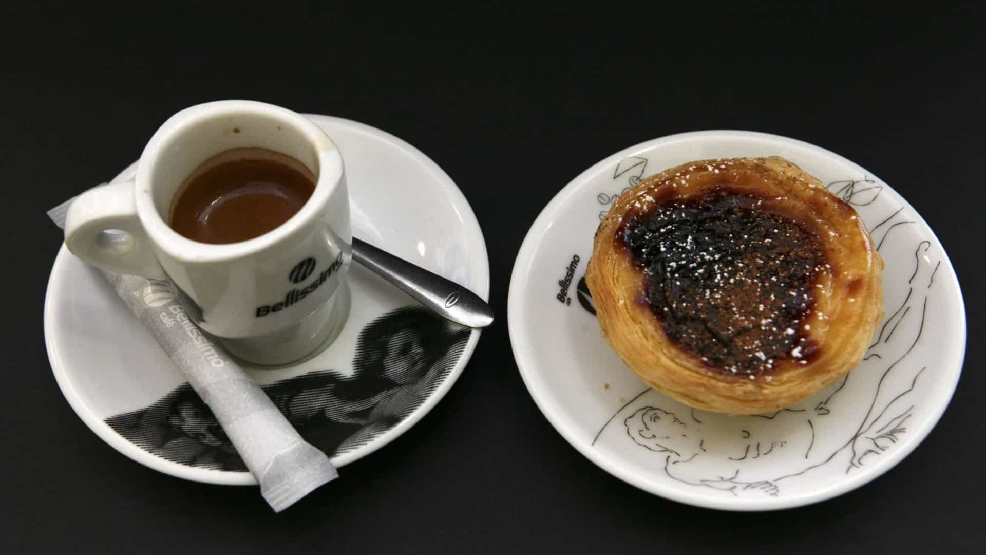 Quem bebe café tem melhor controle motor e maior nível de atenção