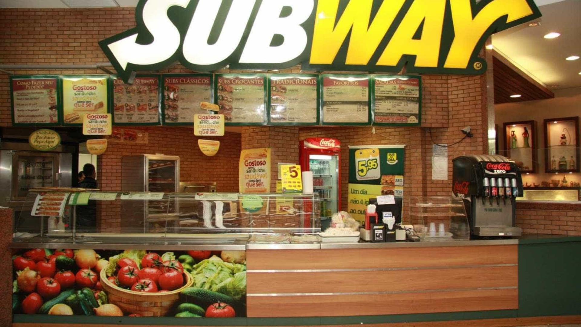 Funcionária do Subway ficou presa no freezer e pediu ajuda com ketchup