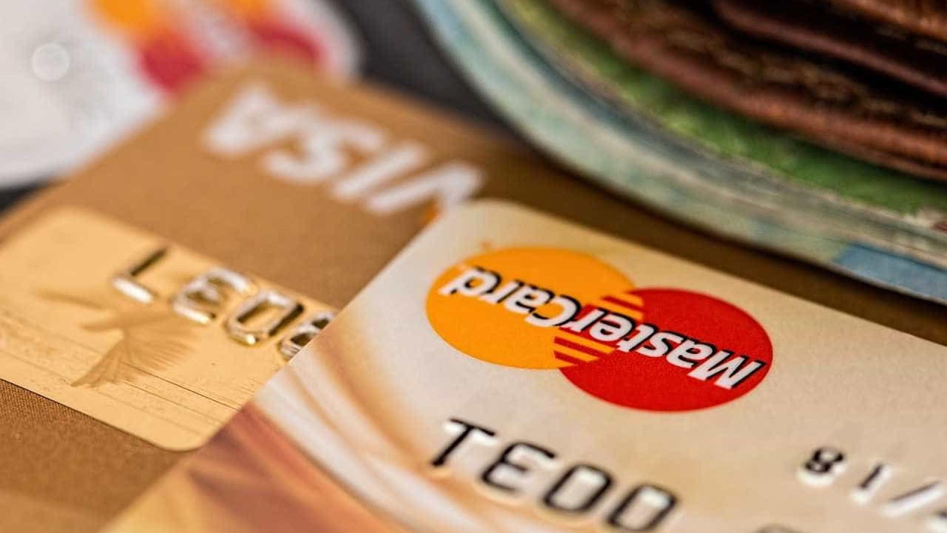 Juro do cartão de crédito sobe para 97,9% a.a em setembro, revela BC