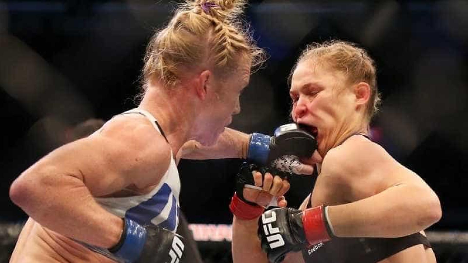 Ronda é nocauteada com chute na cabeça e perde título; assista