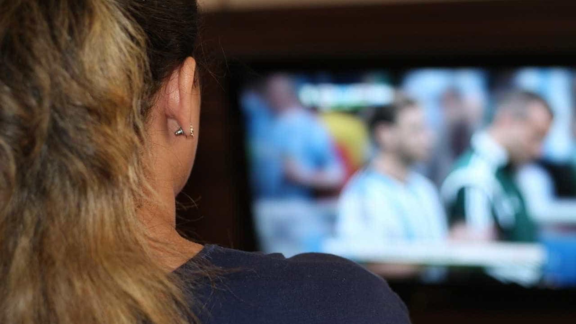Brasileiro passou 6 horas em frente à TV em 2015