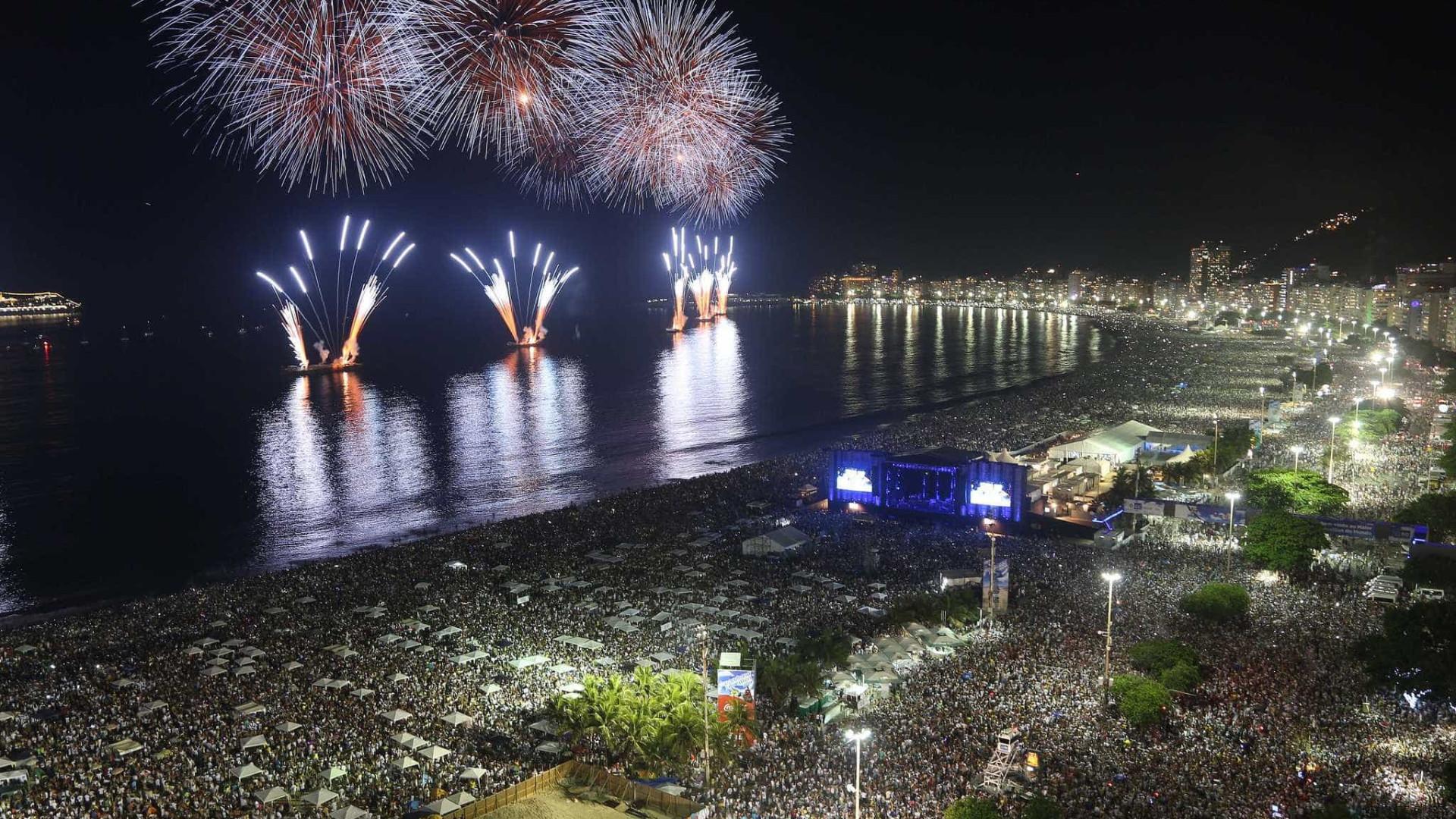 Balsas com fogos de artifício para noite da virada são liberadas
