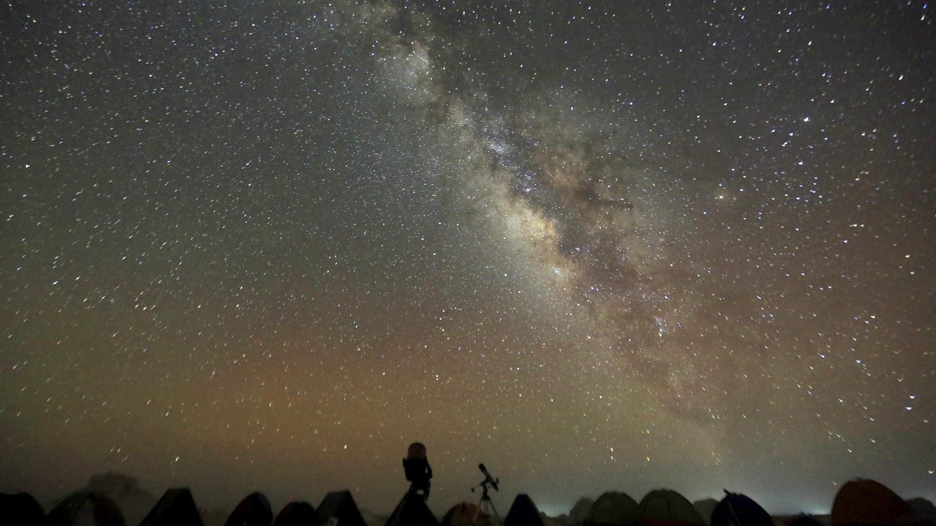 Astrônomo amador descobre nova estrela no dia de Natal