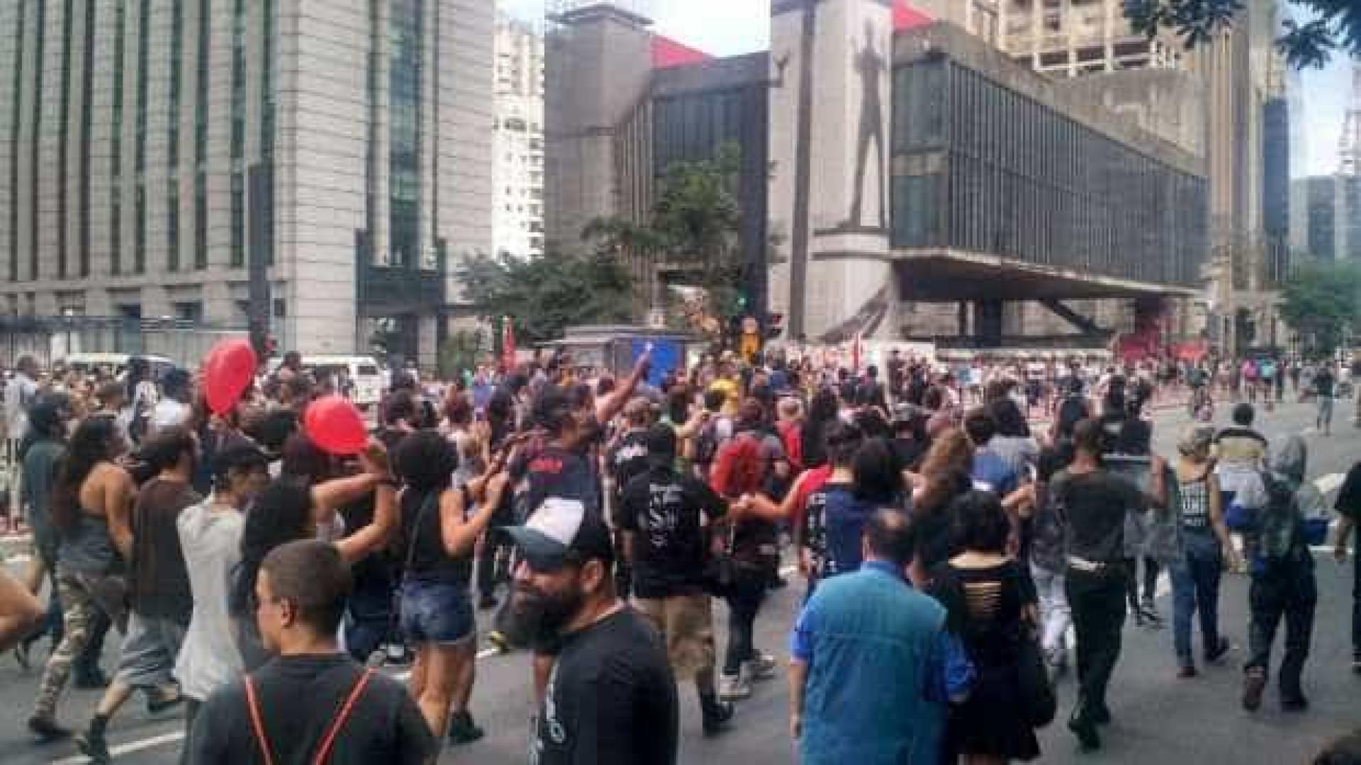 Marcha para Satanás leva 150 manifestantes para a Avenida Paulista