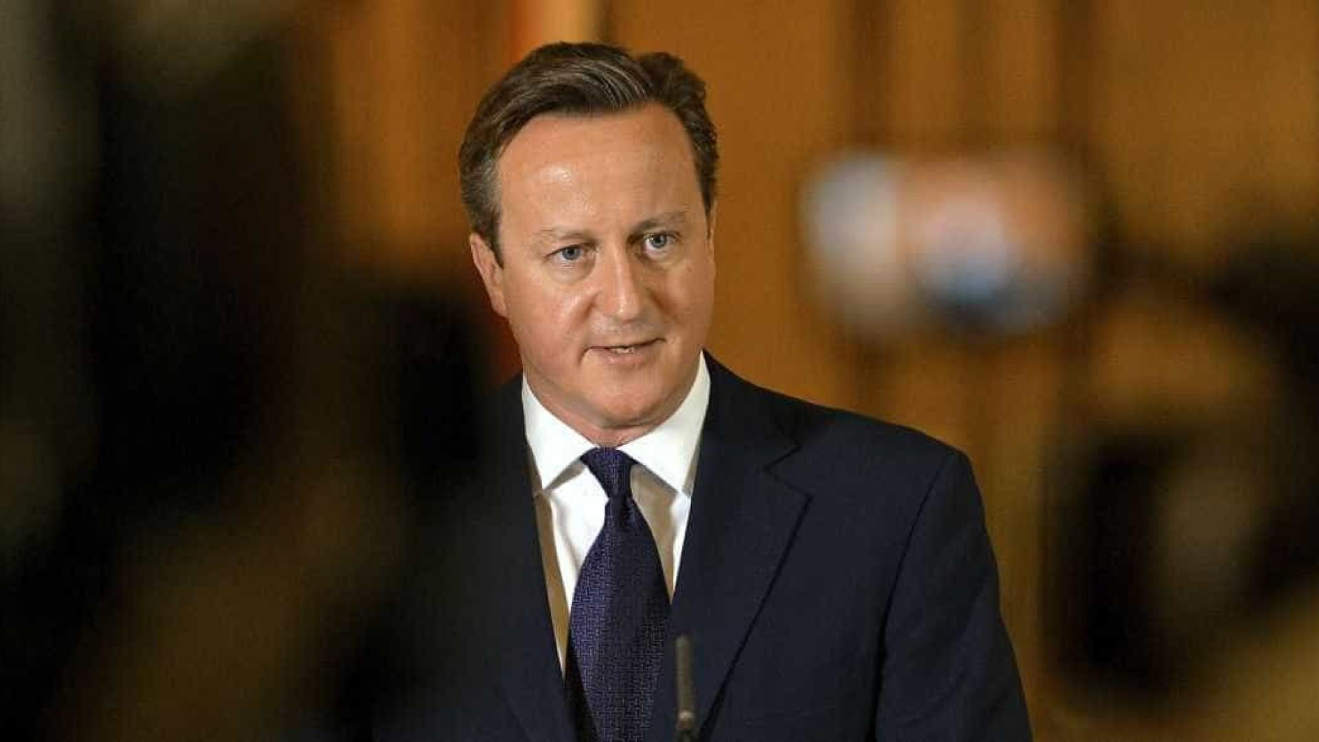 """Cameron: Assassinato de ex-espião da KGB foi """"autorizado pelo Estado"""""""