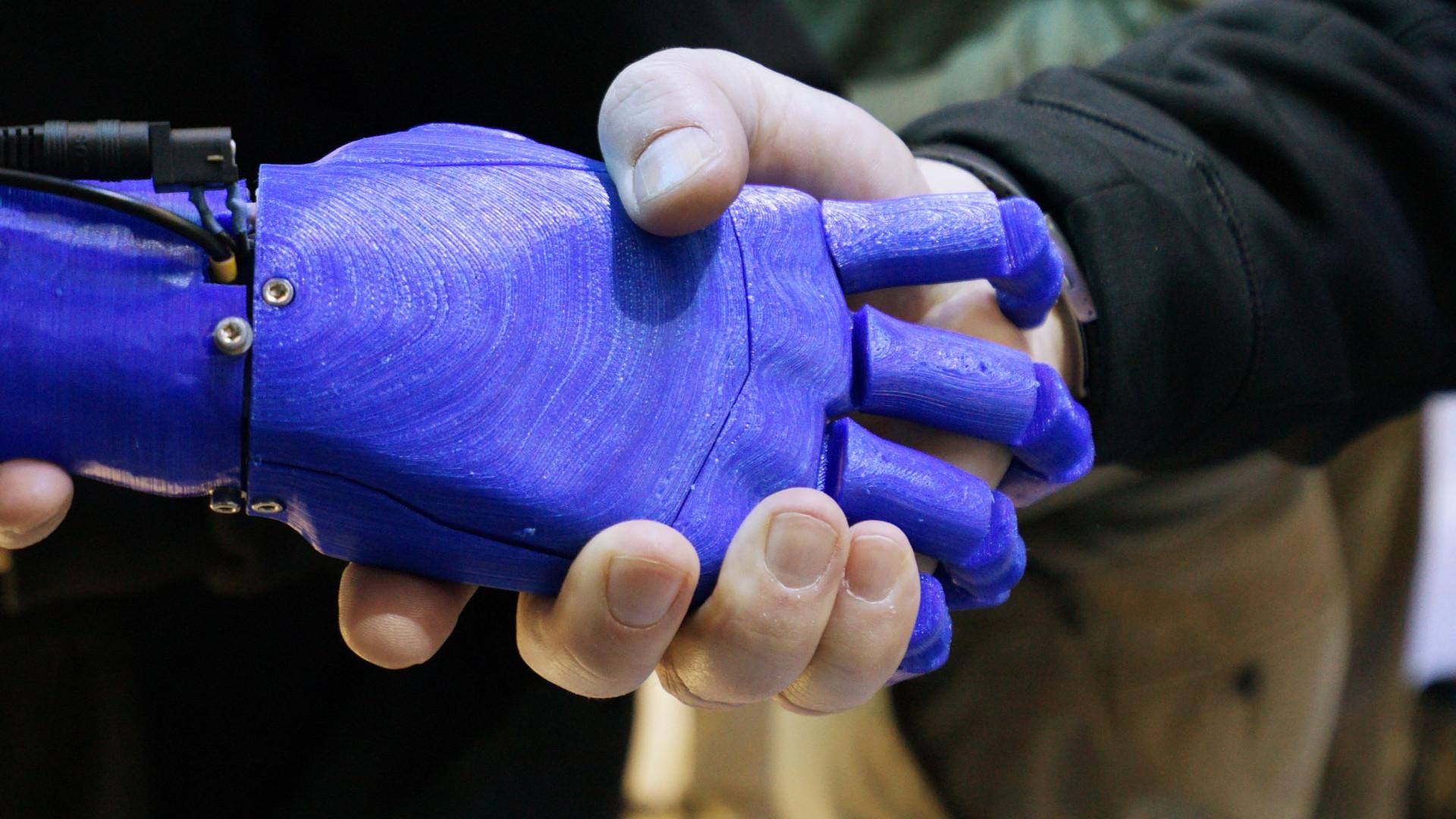 Robôs vão 'roubar' cinco milhões de  trabalhos em cinco anos