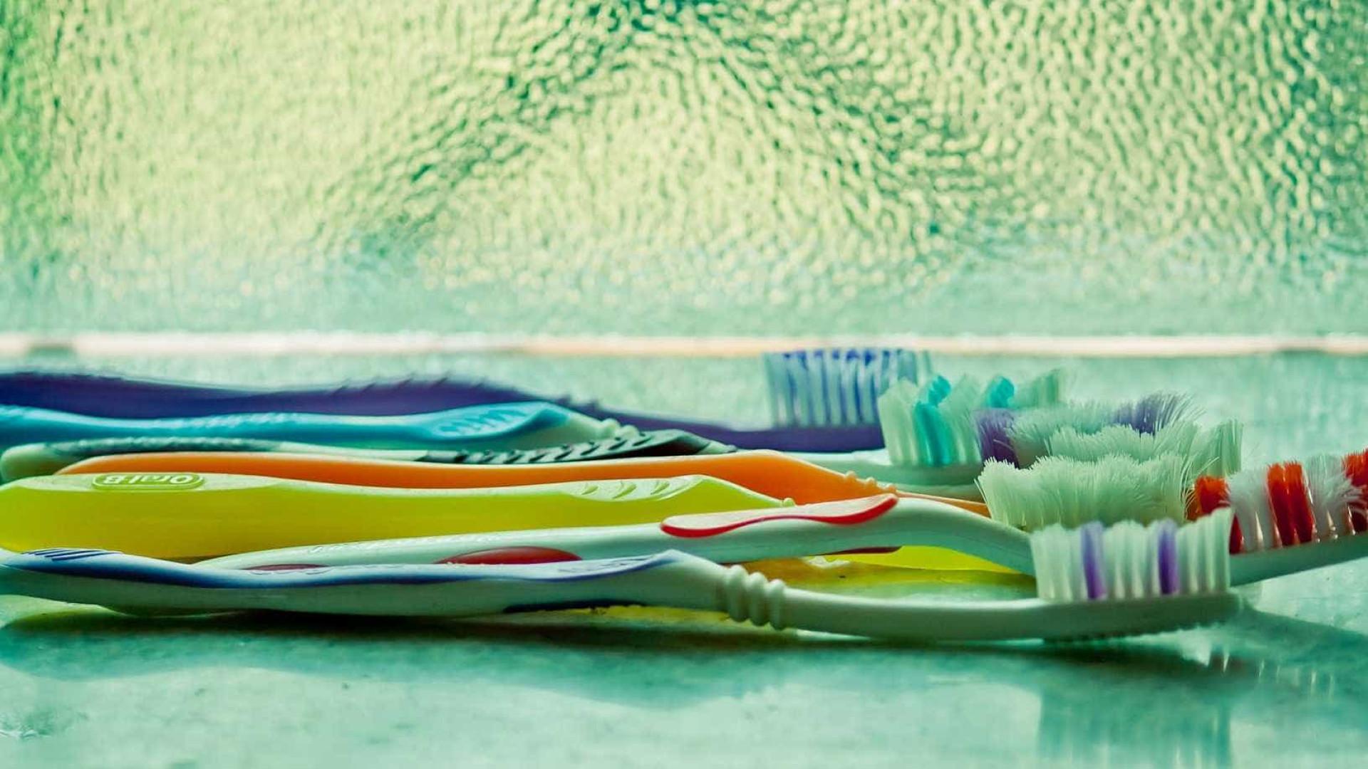 6 coisas que deixam a escova de dentes cheia de coliformes fecais