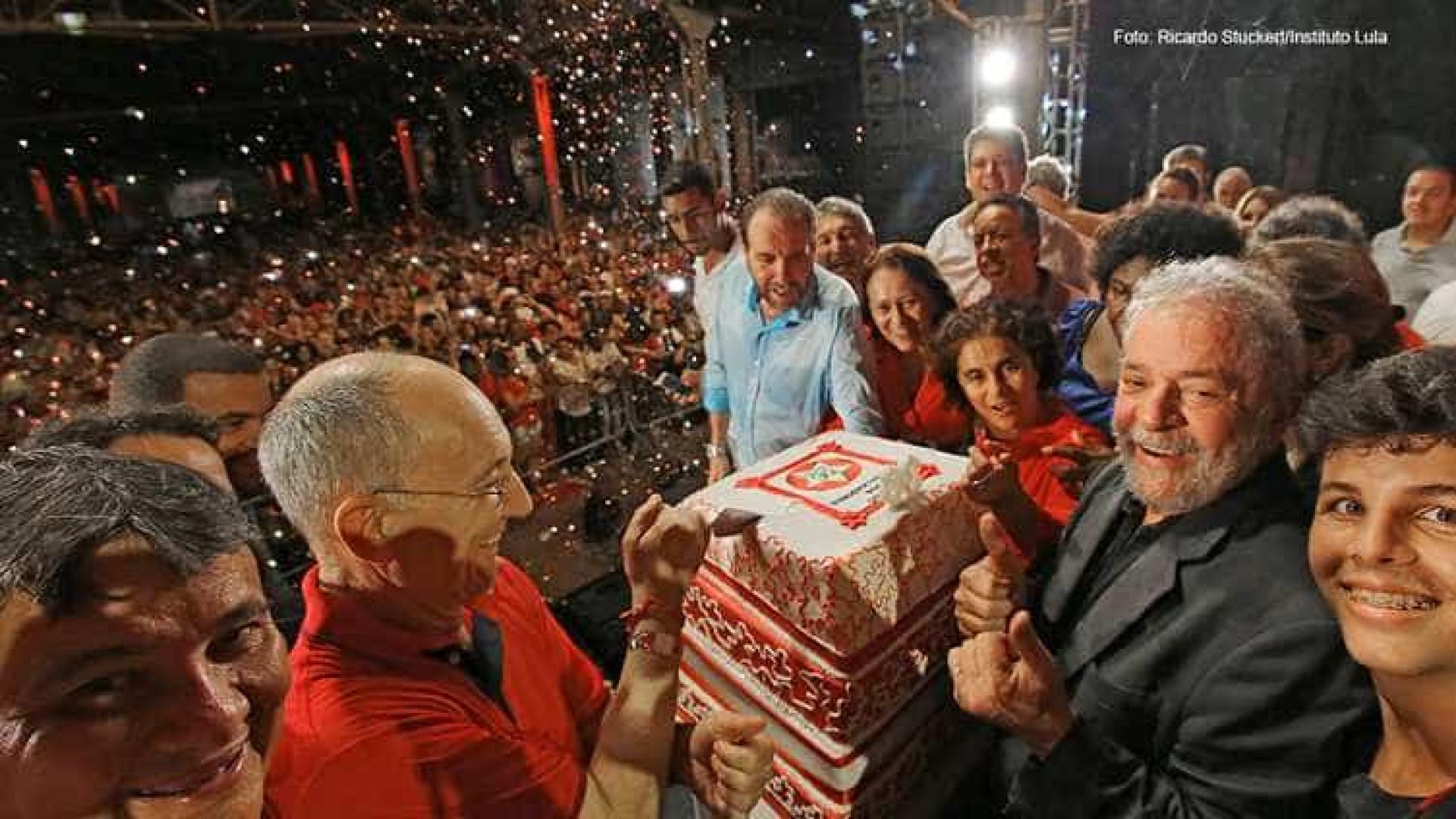 Petistas não podem levar desaforo quando 'falarem m... da gente', afirma Lula