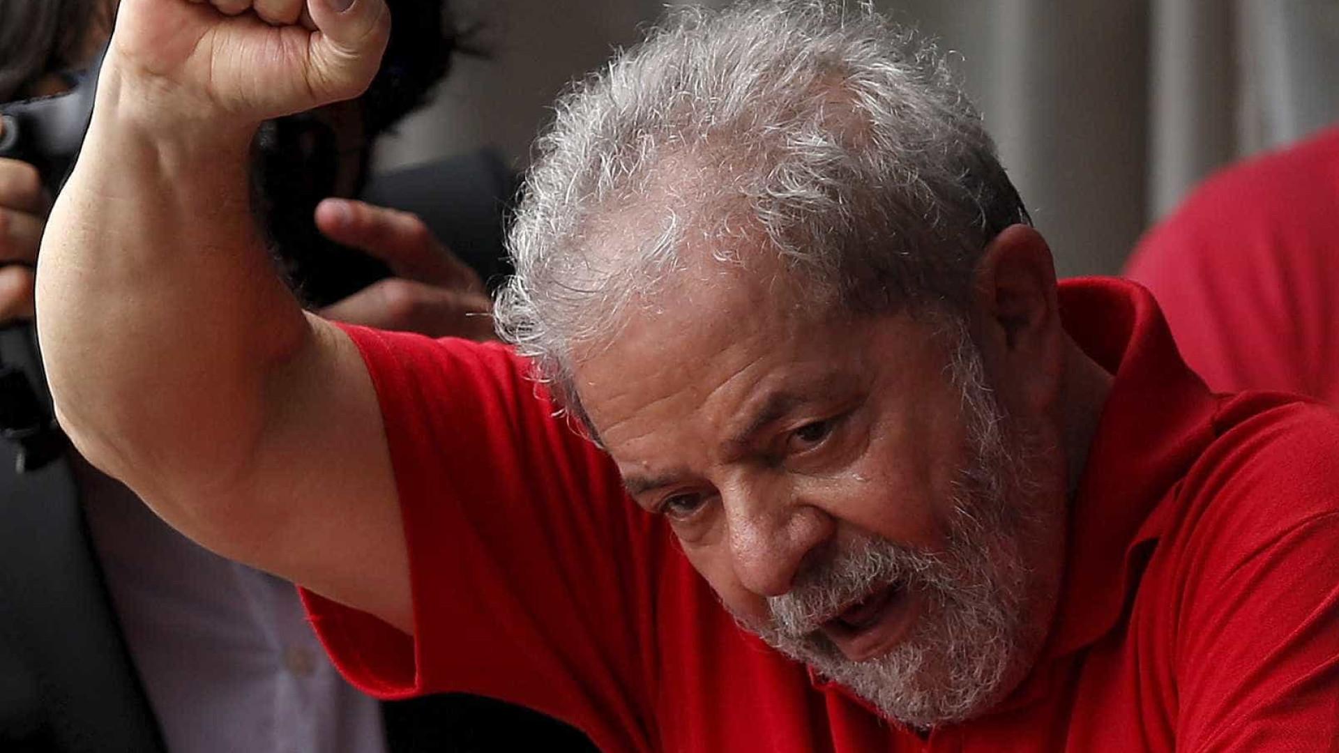 Lula pode ganhar ministério de Dilma para evitar prisão, diz colunista