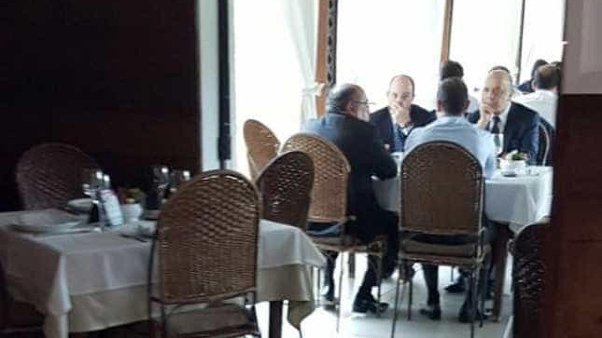 Gilmar Mendes, Serra e Armínio são  flagrados almoçando juntos