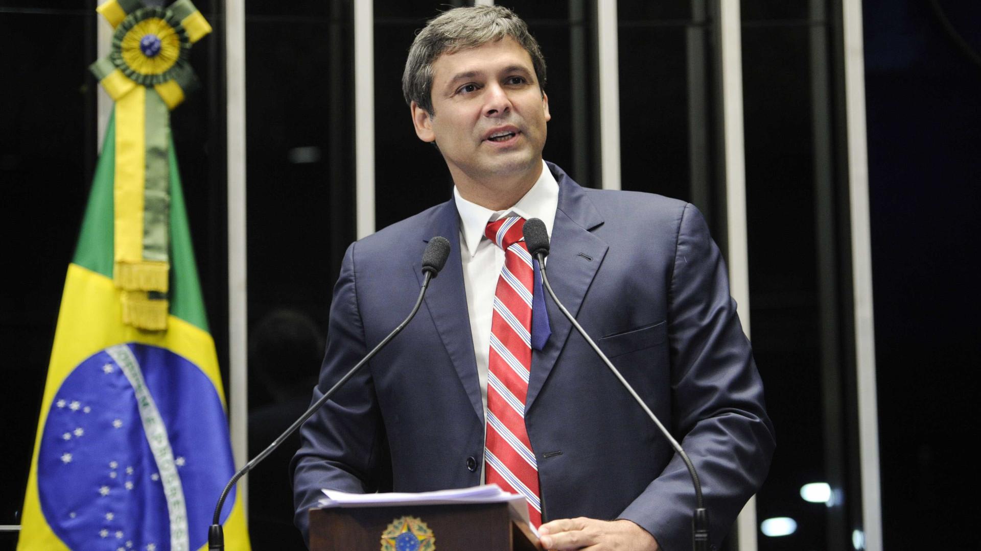 """Senador diz que Cunha e Temer querem """"demonizar"""" o Estado"""