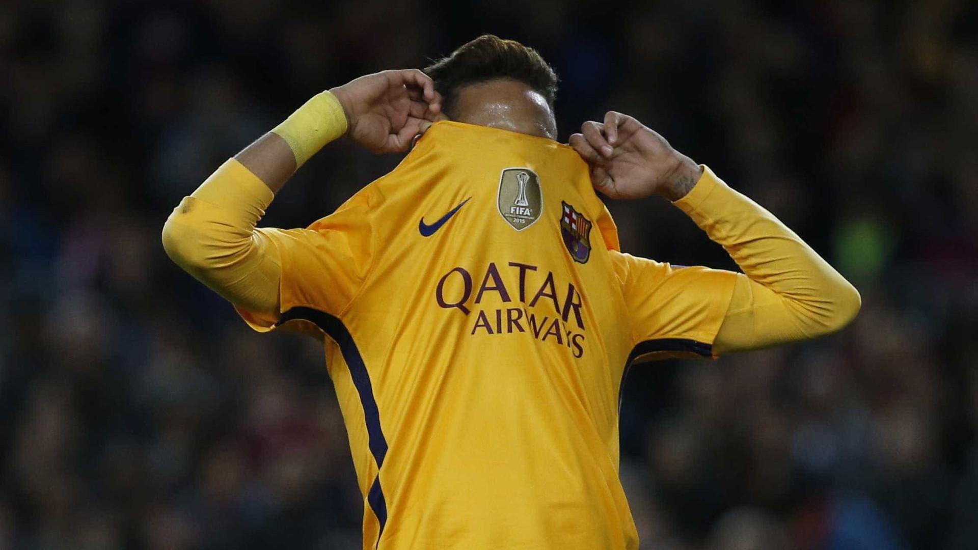 Barcelona proíbe Neymar de andar de moto e praticar esportes radicais
