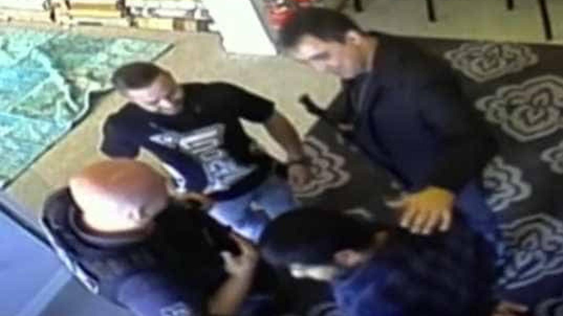 Policial que agrediu dono de loja de tapete em São Paulo é preso