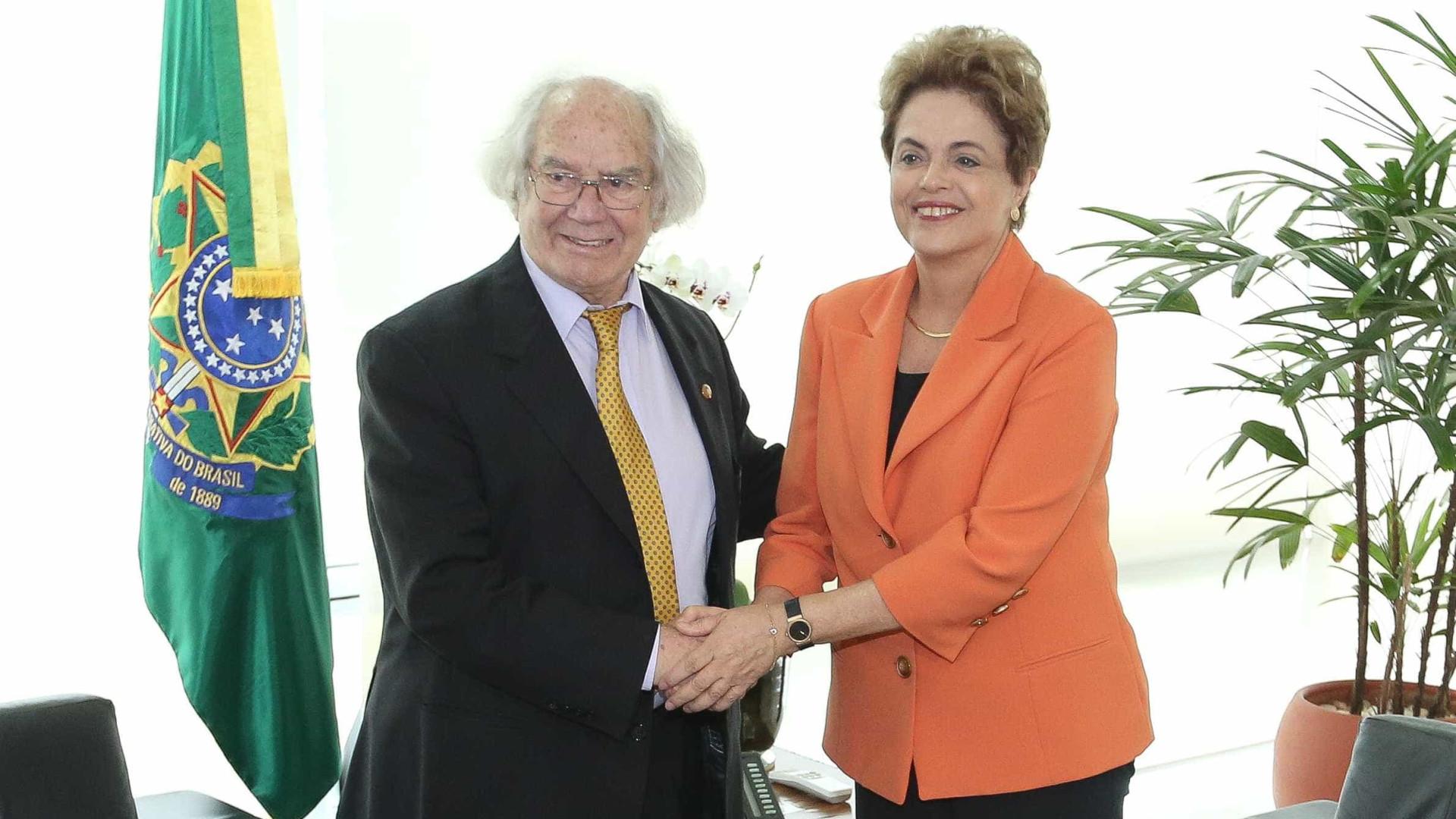Nobel da Paz que diz que impeachment de Dilma é golpe de estado