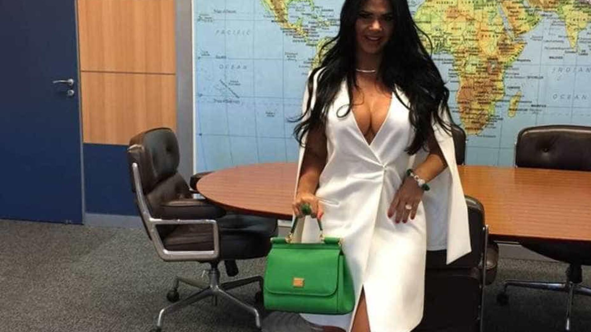 Após foto em gabinete do ministro, 'primeira-dama' pode posar nua
