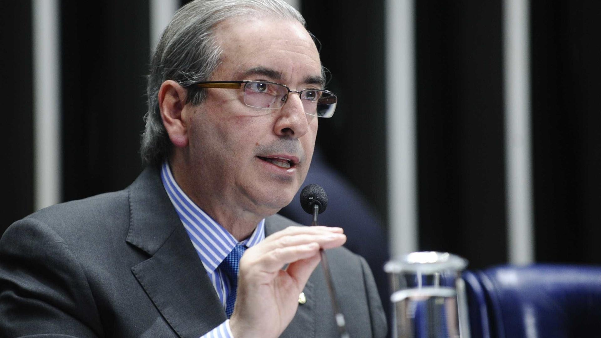 """""""Não tenho nada a ver"""", diz Cunha sobre US$ 5 mi citados por doleiro"""