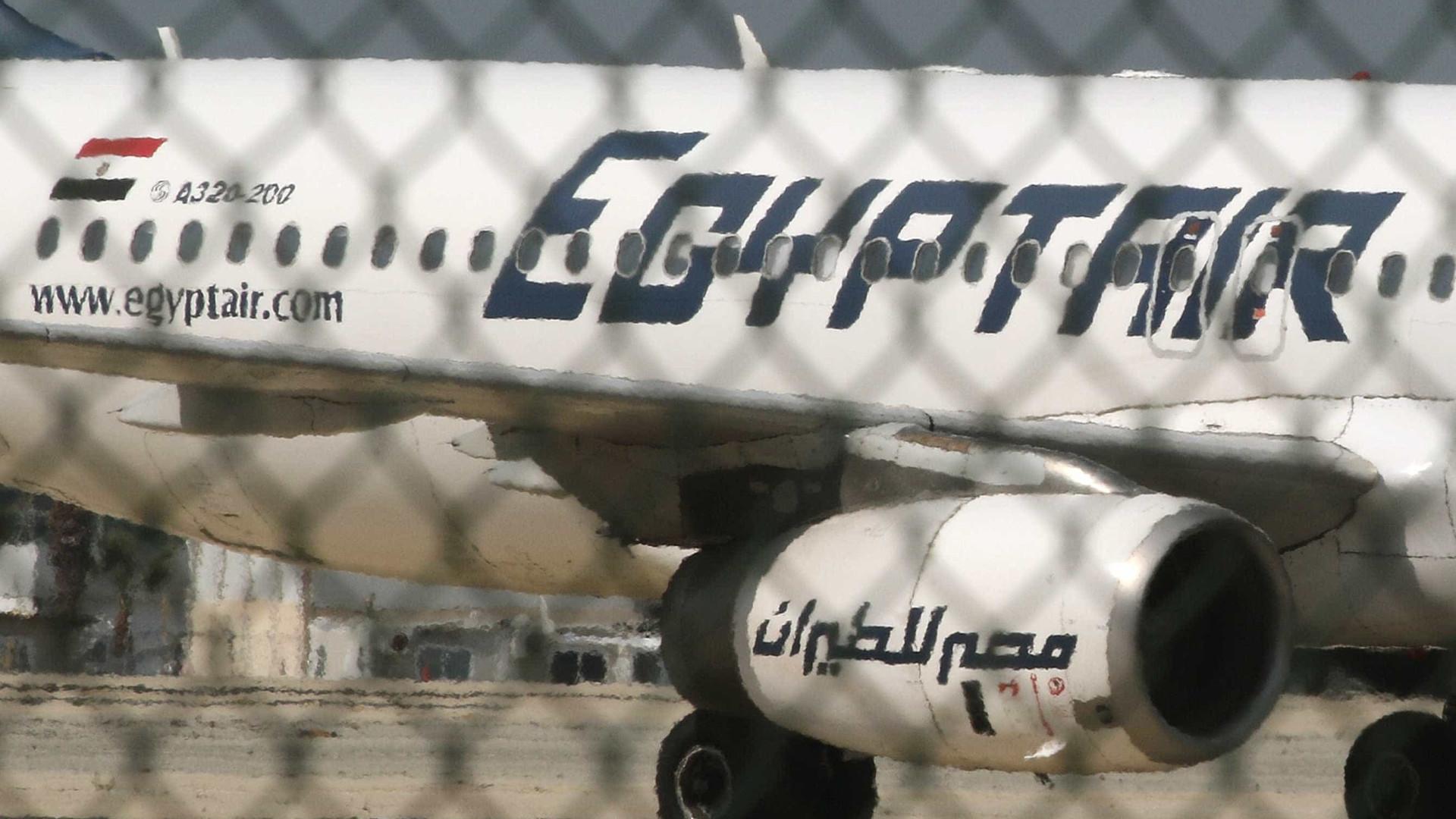 Não há 'a menor indicação' sobre as causas da queda de avião, diz França