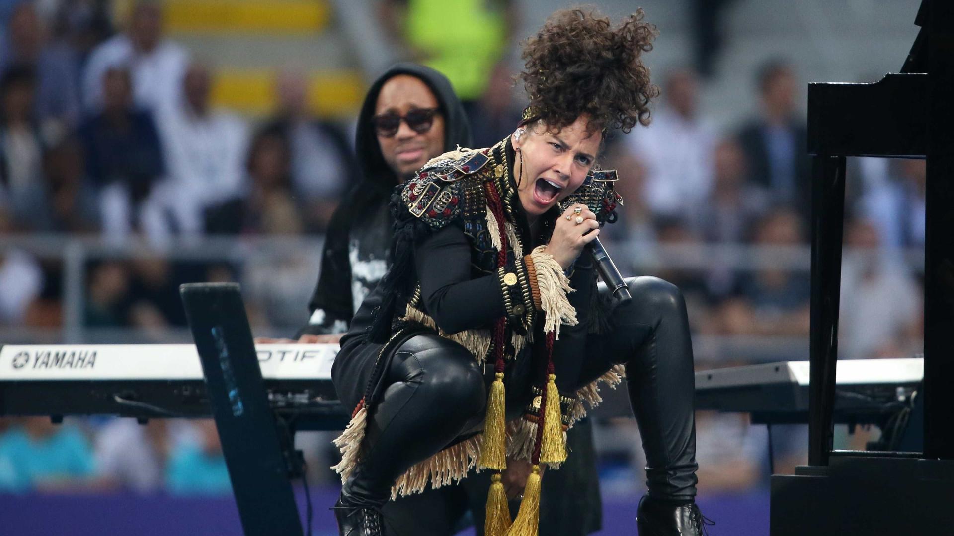 Alicia Keys e Andrea Bocelli  fazem show na final da Champions