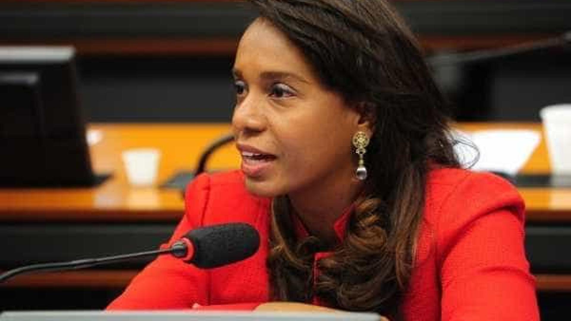 Tia Eron diz que cumprirá com obrigação e votará no caso Cunha