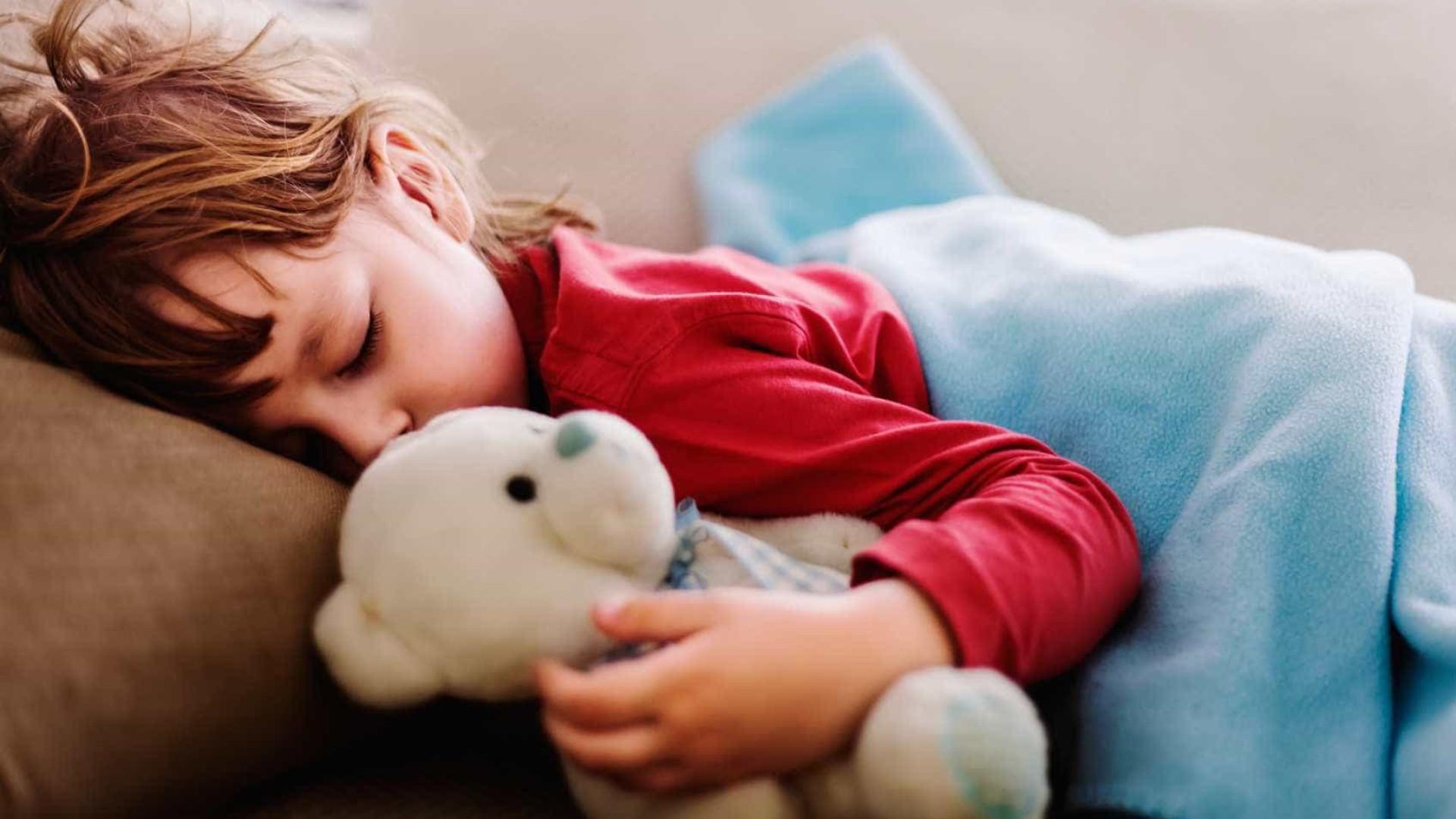 Quanto tempo as crianças e os adolescentes devem dormir?