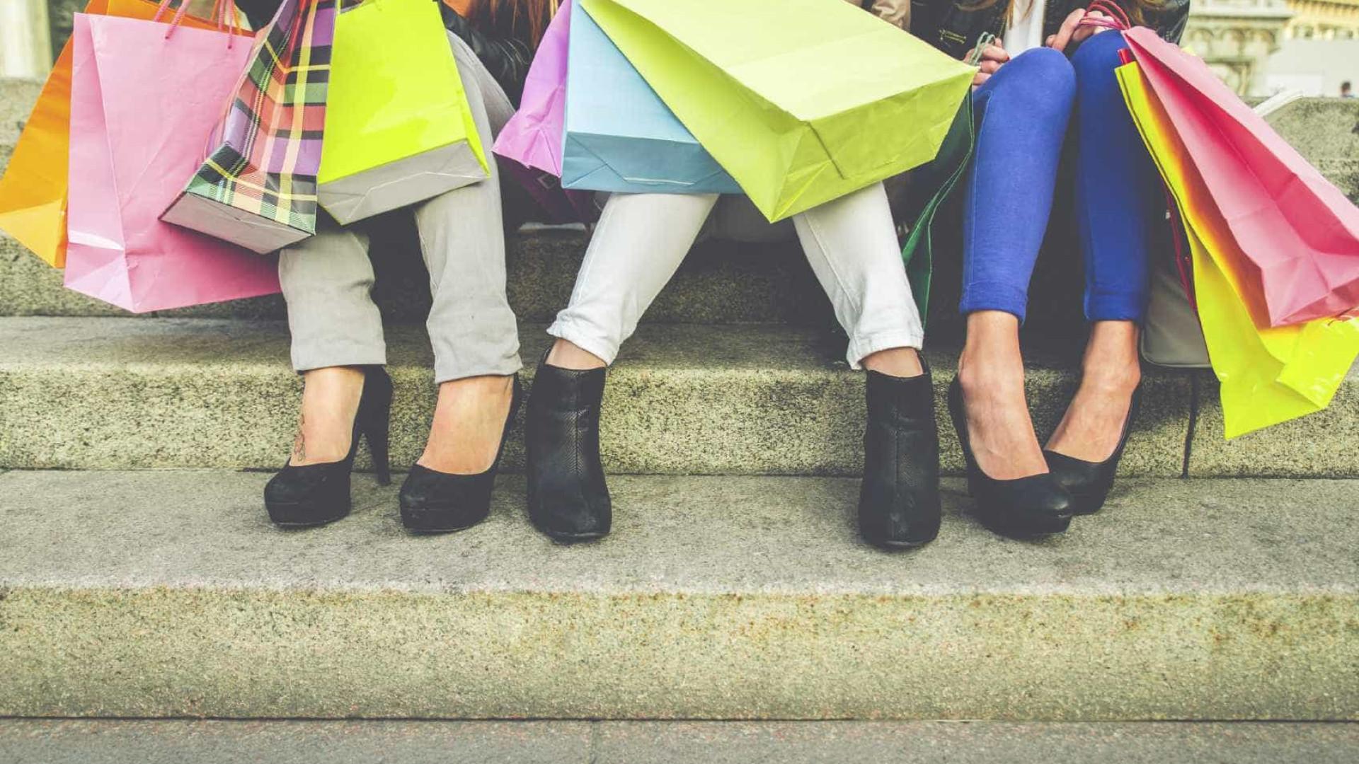 1ec2d7af2 Principais gastos das mulheres são com roupas, calçados e produtos para o  cabelo