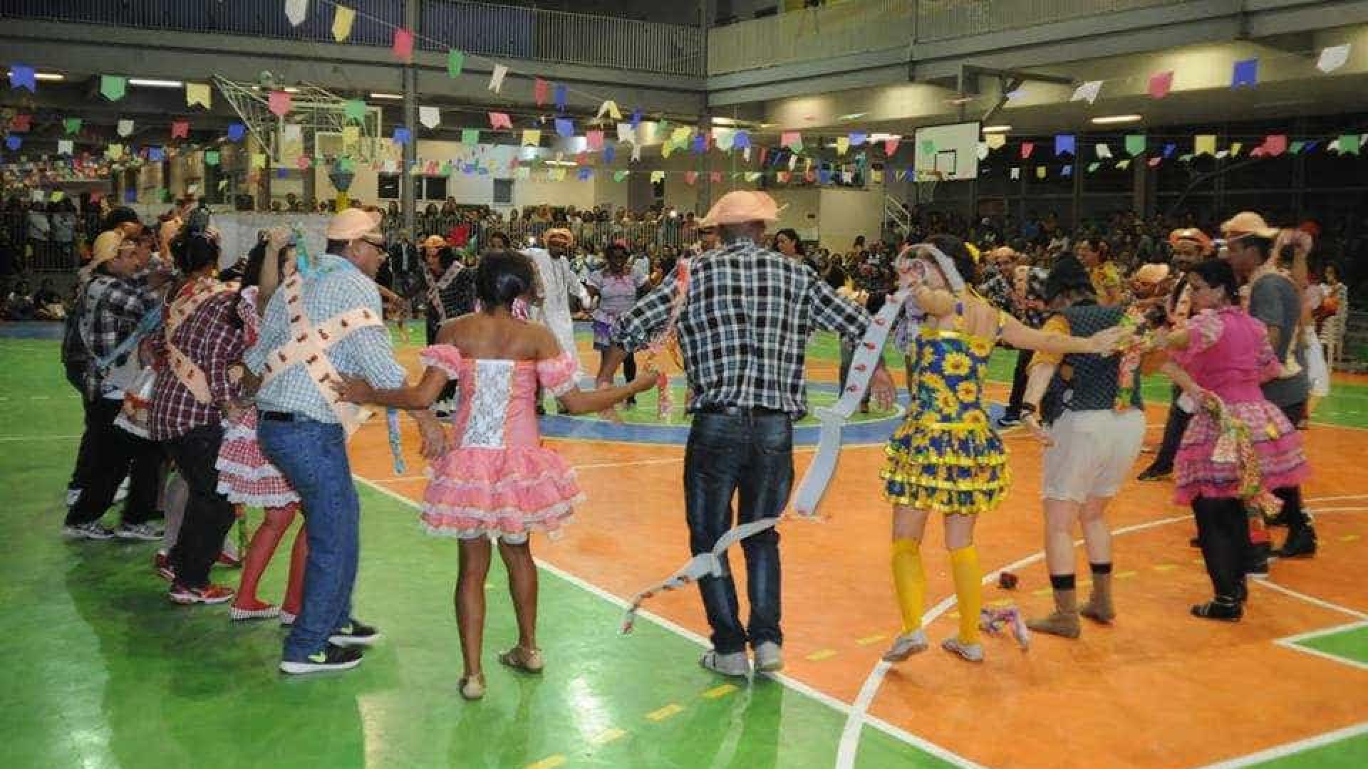 Festa junina de colégio católico tem casamento gay no RJ