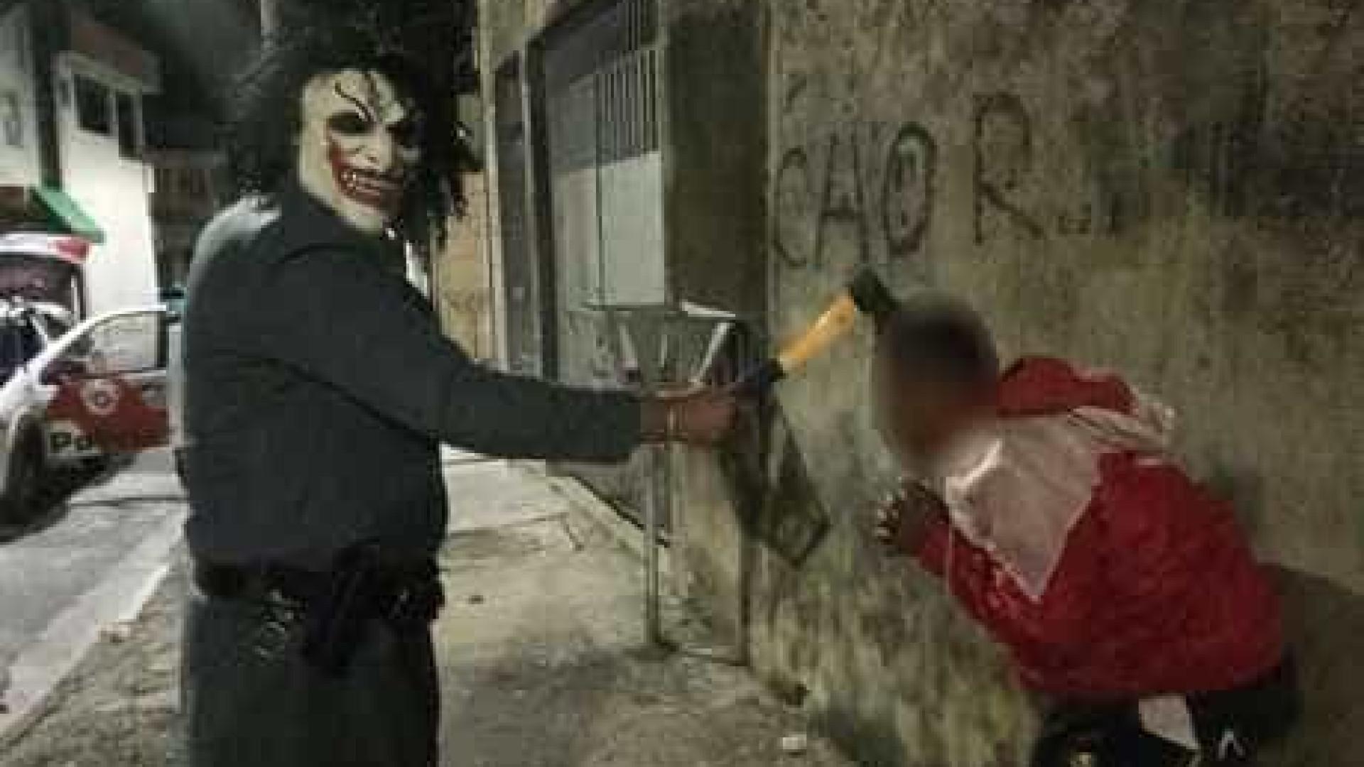 PM afasta policial que tirou fotos vestido de palhaço em SP