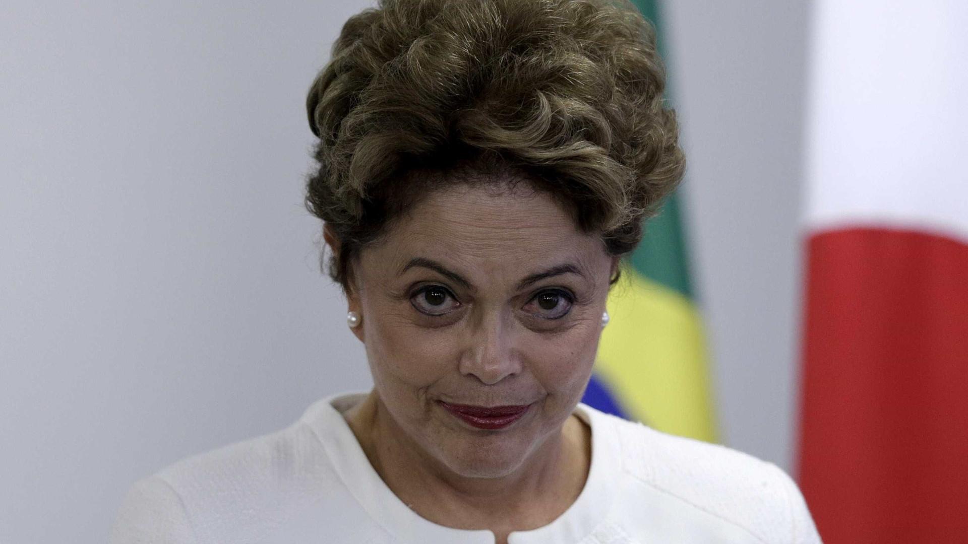 """""""A democracia há de vencer"""", declara Dilma ao anunciar carta aberta"""