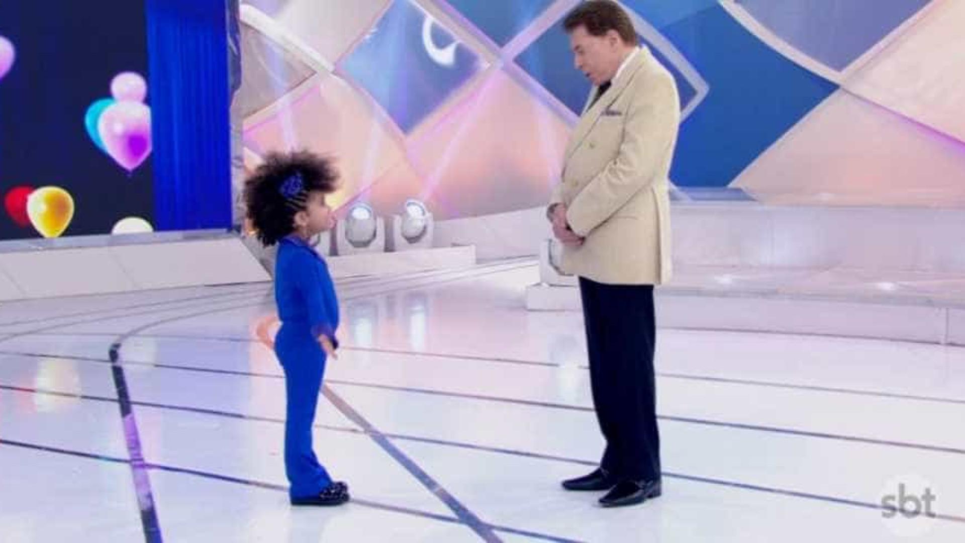 Silvio Santos desaprova cabelo de criança e é acusado de racismo