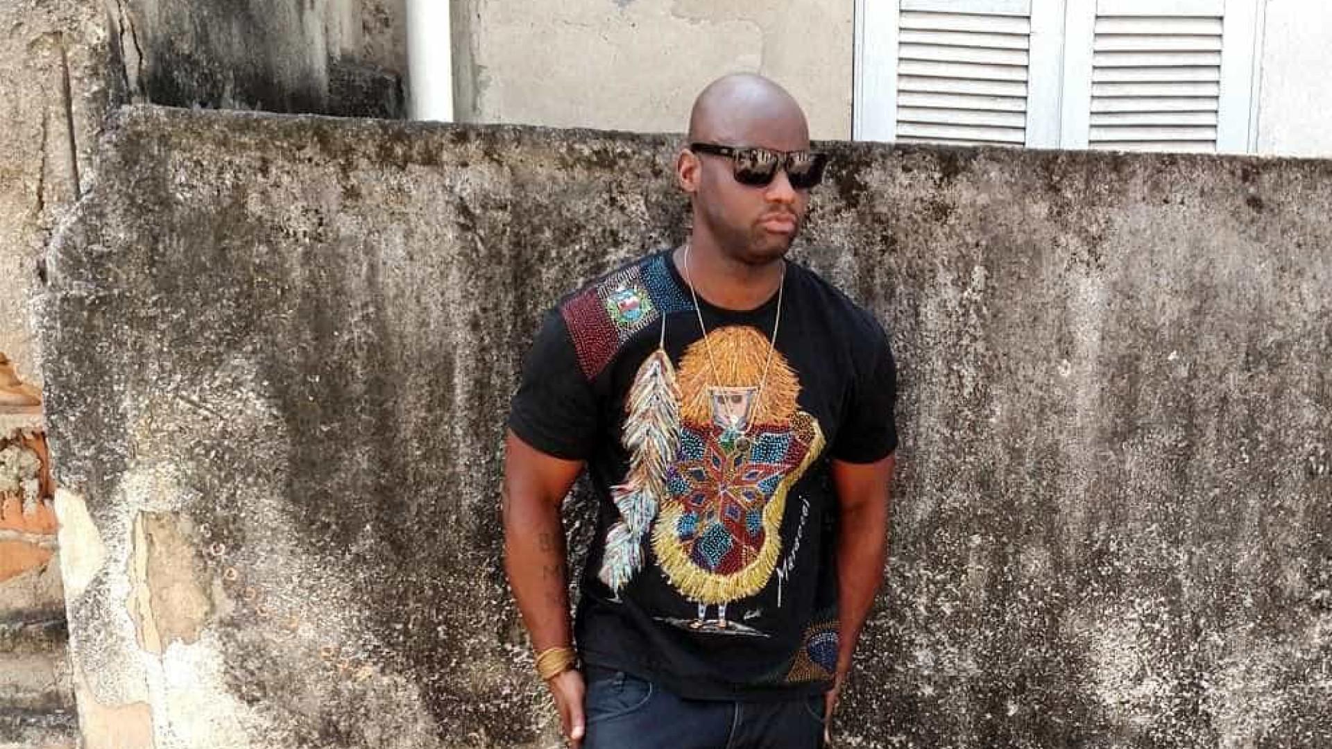 Rapper Dughettu sofre preconceito e é 'atacado' por bananas