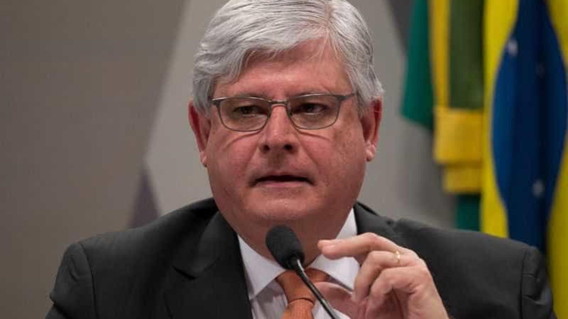 Janot vai ao STF contra orçamento impositivo e corte de gastos na saúde
